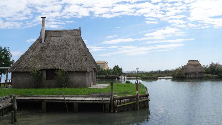 zum Fischerdorf Marano