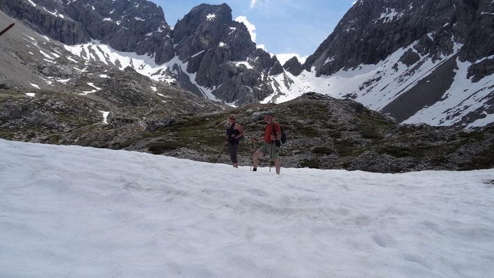 hier oben auf 2260m liegt teilweise noch Schnee