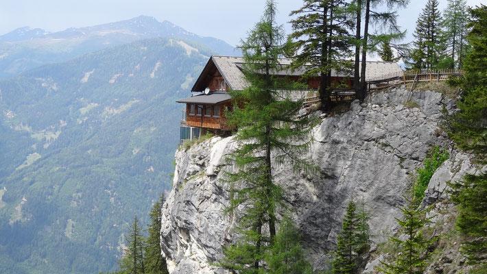 vorbei an der Lienzer Dolomitenhütte