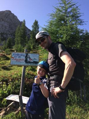 Schon bald erreicht man die Abzweigung zum Klettersteig.