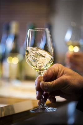 Verre vin Chablis - Crédit BIVB/Ibanez
