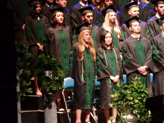 医学部卒業式はdowntownにあるPioneer Centerにて
