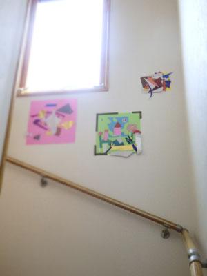 ワークショップの作品を吉川家の階段エリアに飾ってくれてた!
