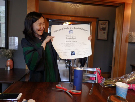 Diploma(卒業証書)が大きい!いづれ病院のオフィスに飾られるんだろうな