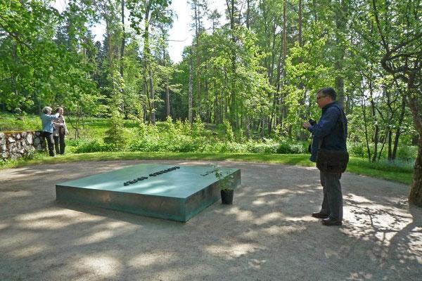 Am Grabe von Jean Sibelius in Ainola 2012