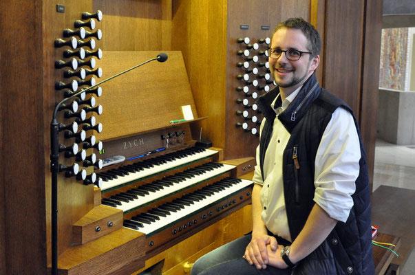 An der Orgel des Sanktuarium Św. Jana Pawła II Kraków, Polen (Foto: Paweł Kummer, 2017)