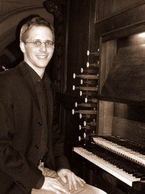 An der Orgel in St. Martinus Kontich, Belgien (Foto: Steffi Wintersohle, 2007)