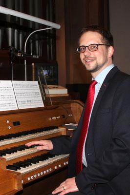 An der Orgel in St. Viktor Damme (Foto: Steffen Oevermann, 2017)