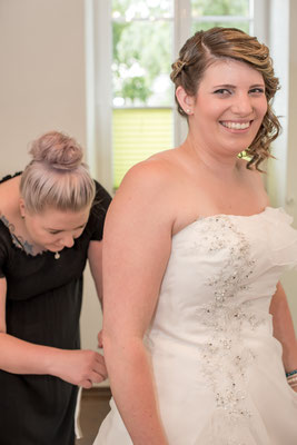 Hochzeitskleid, Hochzeitsfrisur und Hochzeitsmakeup- alles aufeinander abgestimmt - dank Alexandra Eggimann aus Steffisburg