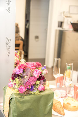 Hochzeits Make-up mit Cüpli und Gipfeli bei Coiffure Lockenroll in Steffisburg
