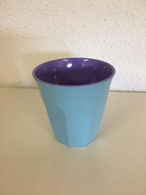 Uni hellblau/violett; H: 7.5 cm, Durchmesser: 7.5 cm, Fr. 5.--