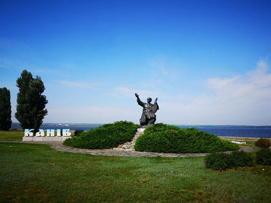 der Dnepr mit Schewtschenko-Denkmal bei Kaniv