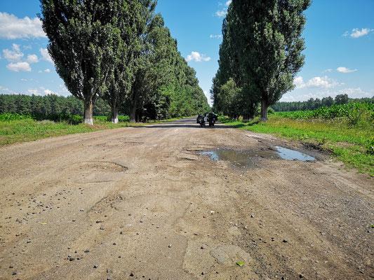 eine der schlechten Straßen in der Ukraine