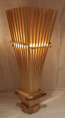 Zirbenholzbesen mit LED bei Tageslicht