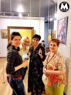 "Фото Арт галерея ""МОСТ"". Анастасия Бурденкова, Татьяна Федосеева, Мила Сергиенко и Татьяна Листопад."