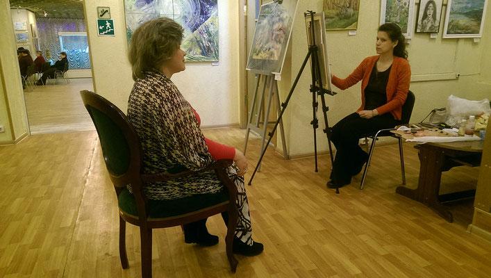 Работа над портретом Елены Кругловой. 2018. Выставочный зал «Тушино».