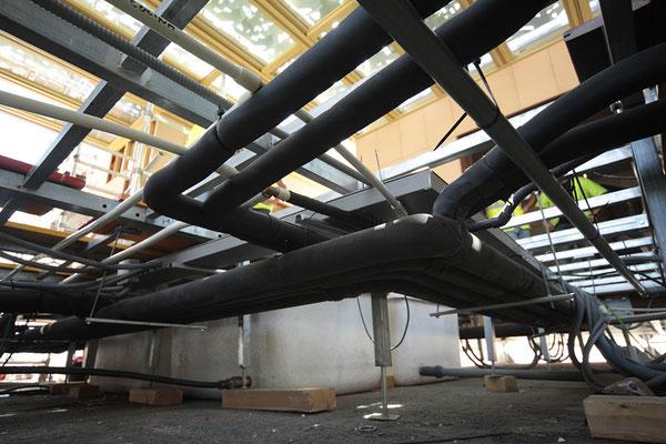 Fase de construcción: sistemas de instalaciones en suelo técnico