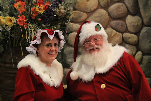 Mr and Mrs Santa at Great Wolf Lodge