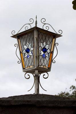 Hauseinfahrt Lampe Laterne Kunstverglasung Tiffany