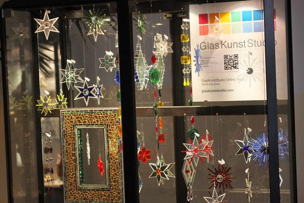 Vitrine Dekoration GlasKunstStudio Mosaik Glassterne
