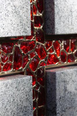 Grabkreuz Glasbrocken glaskunststudio.com