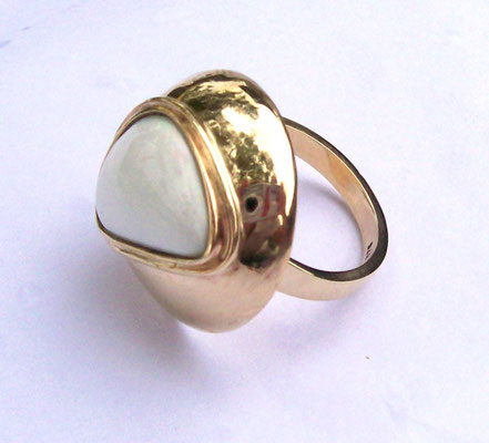 9ct Yellow Gold & White Opal Dress Ring