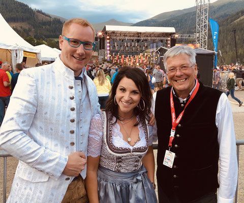 Tamara Kapeller (Sängerin) & Landeshauptmann Peter Kaiser