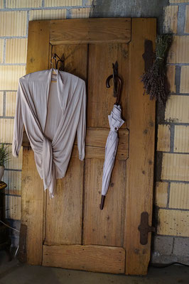 Garderobe aus antiker Tür