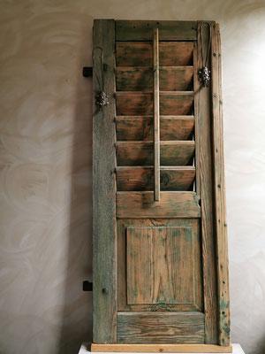 Upcycling Garderobe aus antikem Fensterladen