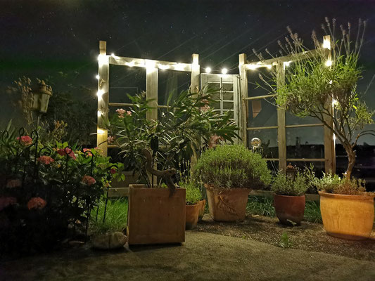 Gartenfenster Dekofenster hier mit Licht zusätzlich in Szene gesetzt