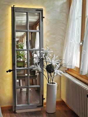 Spiegel-Eichenholzfensterflügel beleuchtet