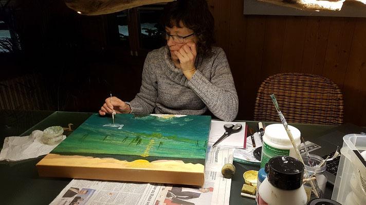 Evelyne Blum's ART Evelyne Blum am malen auf Leinwand