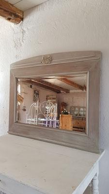 edler antiker Spiegel mit Facettenschliff
