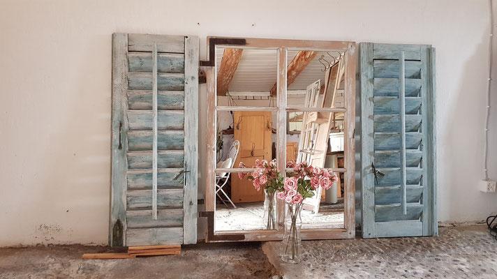 Spiegel-Dekofenster mit Fensterladen
