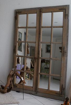 uraltes restauriertes Eichenholzfenster
