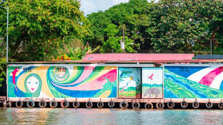 Fresque environnementale à Tortuguero