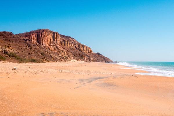 Popenguine beach with cliff