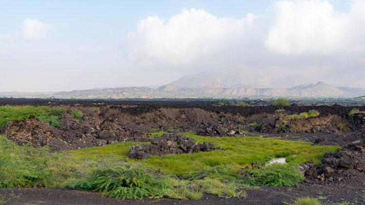 Paysage volcanique au bord du lac Basaka