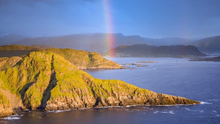 Magnifique arc-en-ciel depuis le haut des falaises de l'ile de Runde