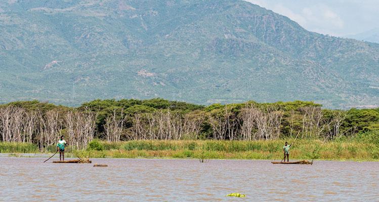 Lac Chamo,  avec quelques pêcheurs