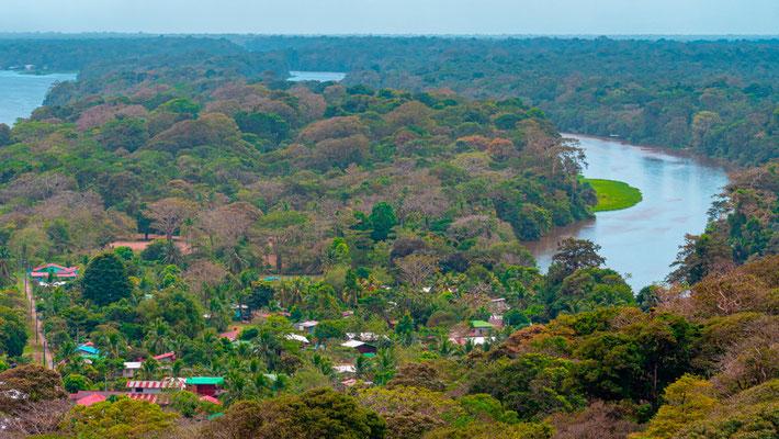 Vue depuis le sommet de la colline de Cerro Tortuguero