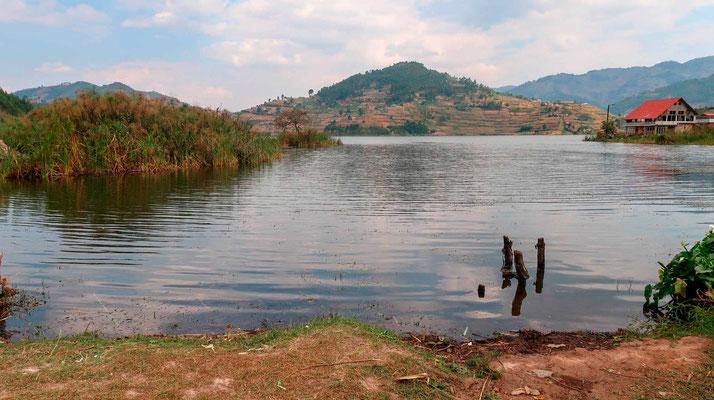 Petit lac en direction des Volcans.