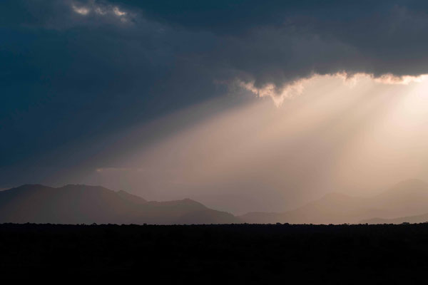 Coucher de Soleil à travers les nuages