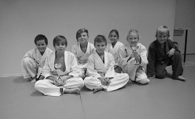 Judo - Gruppenbild der erfolgreichen Wettkampfteilnehmenden