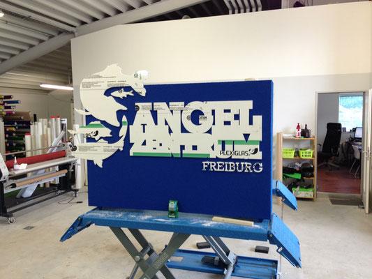 Eingangspylon mit gelaserten Einzelbuchstaben verputzt Schild StyleWerk Werbetechnik