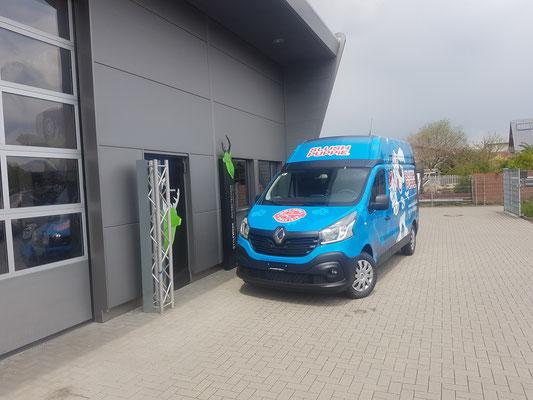 Vollverklebter Carwrapping Renault Traffic Fahrzeugbeschriftung Slush Puppy