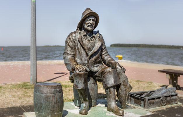 Fischer am Segelhafen in Neuwarp