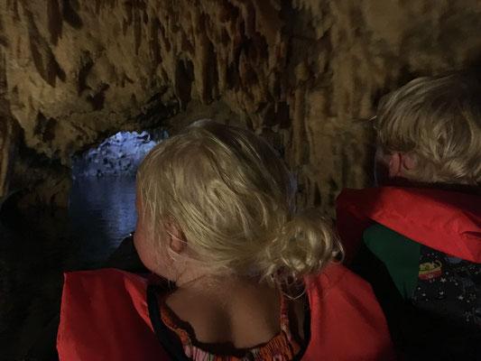 Fahrt durch die Tropfsteinhöhle