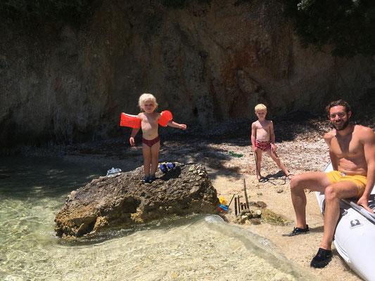 Kleine Badebucht vor der Gouvia Marina ganz für uns alleine
