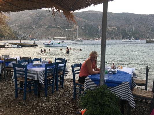 Porto Kayio - mit Blick auf unser Boot und die Ankerbucht